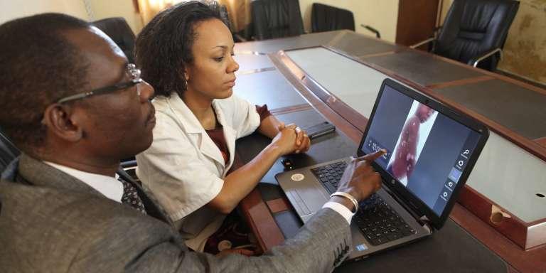 Télédiagnostic en dermatologie avec le professeur Ousmane Faye et la doctoresse Siritio Berthé au CNAM de Bamako en mai 2017.