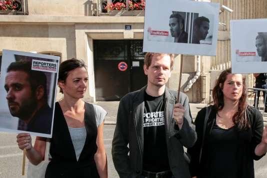 Lors d'une manifestation demandant la libération de Mathias Depardon, devant l'ambassade de Turquie, à Paris, le 25 mai.