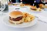 Le « burger impossible» sorti des laboratoires d'Impossible Foods à Redwood City en Californie, en 2016.