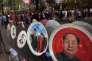 Vaisselle à l'effigie du président chinois Xi Jinping et de Mao Zedong, dans une boutique, à Pékin (Chine) le 3 juin.