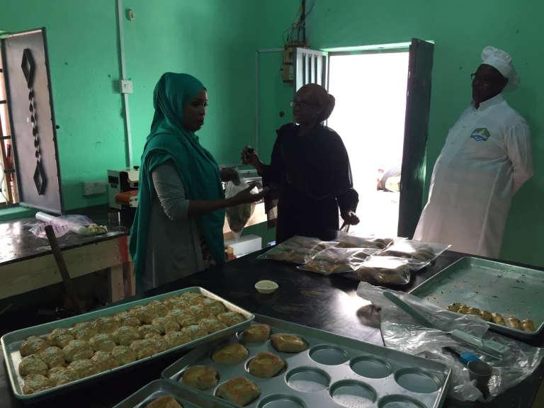 Dans la crémerie de Samira Mohamed Abdirahman à Mogadiscio.