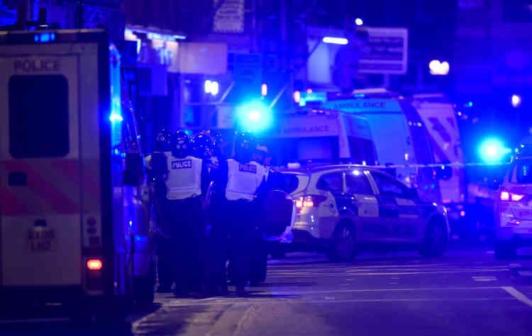 Les services ambulanciers de Londres ont annoncé avoir emmené au moins 48personnes dans six hôpitaux différents.