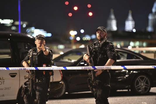 La police de Londres est intervenue sur le London Bridge, après l'attentat, le 3 juin.