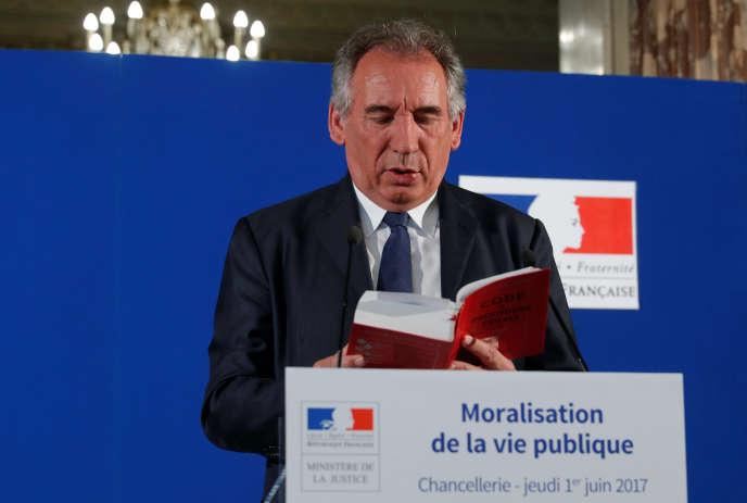 Le ministre de la justice, François Bayrou, présente son projet de loi de moralisation de la vie politique, le 1er juin.