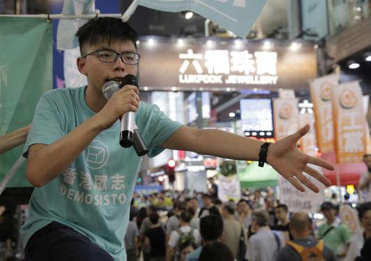 Le militant Joshua Wong avant la veillée aux bougies pour les commémorations du massacre de Tiananmen, le 4 juin 2017 à Hongkong.