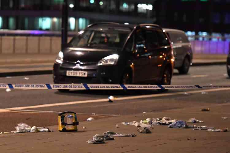 Débris sur le London Bridge, après qu'un véhicule a heurtéplusieurs piétons vers 22heures, dans le centre de Londres le 3 juin.