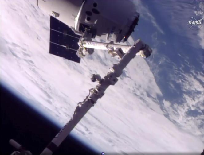 Un Dragon de SpaceX arrive à la Station spatiale internationale, le 5 juin dernier. Il s'agit du second vol de cet engin de ravitaillement.