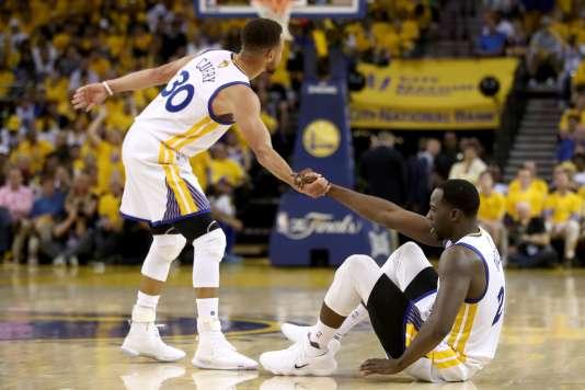 Kevin Durant et Stephen Curry lors du second match de finale NBA, le 4juin.