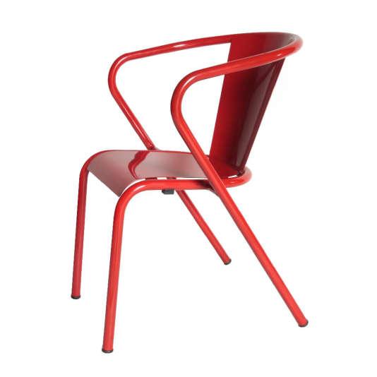 La chaise Gonçalo par Arcaloest sur toutes les terrasses des cafés lisboètes.
