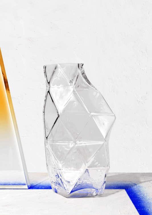 Poliedro,carafeaux reliefsde verre,de Vitor Agostinho.