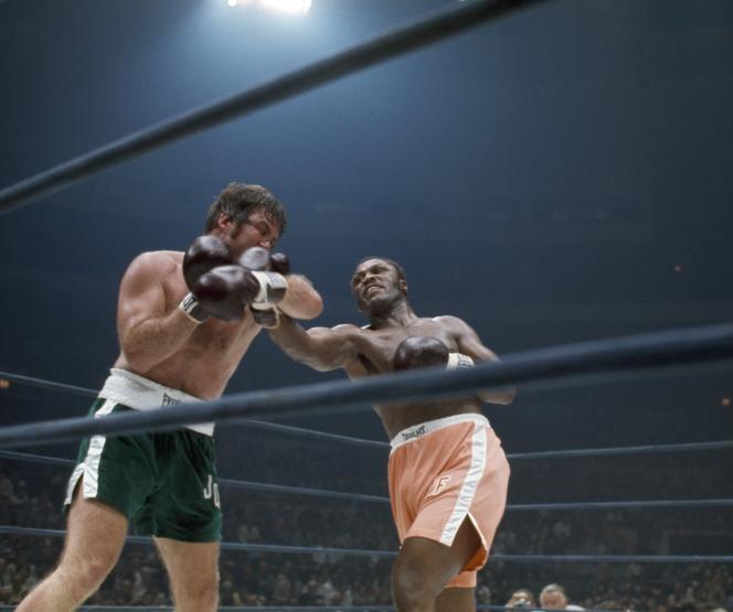 Combat entre Joe Frazier et Jerry Quarry à New York, le 17 juin 1974.