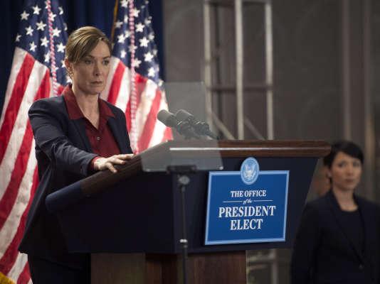 Elizabeth Marvel dans le rôle d'Elizabeth Keane