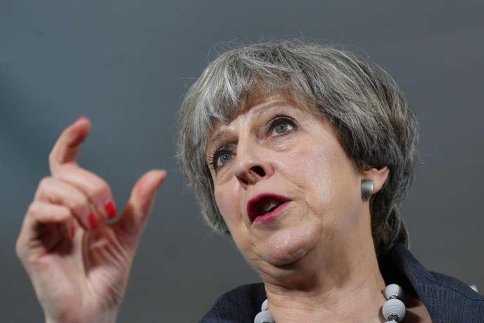 Encore favori des sondages il y a un mois et demi, le Parti conservateur de la première ministre Theresa May a perdu du terrain ces derniers jours.