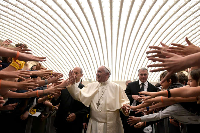 Le pape François lors d'une audience avec des jeunes, au Vatican, le 2 juin.