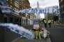 Près de Borough Market à Londres, lundi 5 juin 2017, alors que l'enquête sur les attentats du juin se poursuivent.