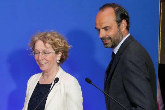 La ministre du Travail Muriel Pénicaud et le premier ministre Edouard Philippe dévoilent les réformes du droit du travail, le 6 juin 2017 à Paris. REUTERS/Charles Platiau
