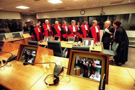 Lacréation de la CPI est votée en 1998.