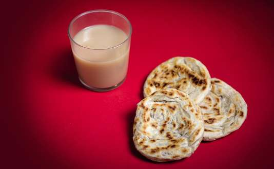 Un chaï bien épicé et trois paratha, des aliments symboliques de l'esprit de l'Inde.