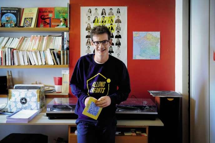 Pierre Cazeneuve 22 ans, fondateur d'Allons Enfants, le parti que l'on doit quitter passé 25 ans.