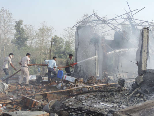 Incendie dans l'usine de feux d'artifice de Balaghat, mercredi 7 juin. (AP Photo)