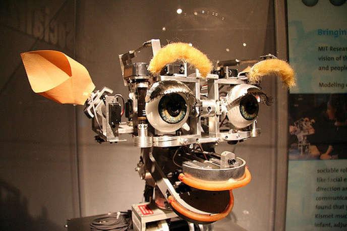 «Nous avons besoin d'opportunités et de concurrence, et non pas de la croissance de monopoles puissants, pour promouvoir le progrès technologique de façon à ne pas laisser un grand nombre de personnes sur le bord de la route». (Photo : une des premières intelligences artificielles avait été installée dans ce robot. Musée du MIT : département robotique).