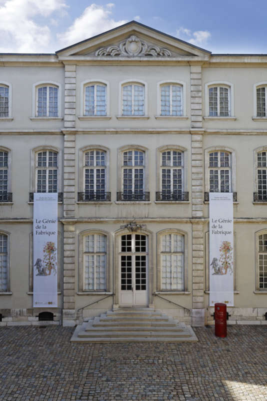 L'un des deux hôtels particuliers qui logent le Musée des tissus et des arts décoratifs