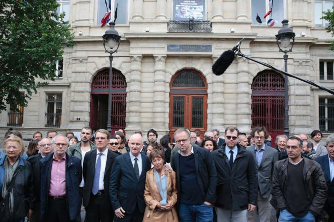 Danièle Van de Lanotte, la mère de Mathias Depardon,le photojournaliste détenu en Turquie, lors d'un rassemblement de soutien devant la mairie du IVe arrondissement, à Paris, le 7 juin 2017.