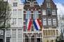 «Après la crise de 2008 et plusieurs programmes d'austérité, le climat a changé sous l'effet de l'augmentation du chômage. L'emploi flexible est vu par les organisations syndicales comme la menace et la plus grande, et le gouvernement a besoin de se concilier les partenaires sociaux pour faire passer ses réformes» (Photo: drapeaux hollandais).