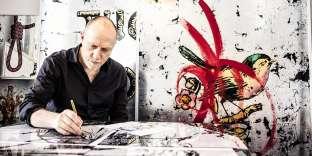 Le BritanniqueDaniel Baker est l'un desartistes roms del'exposition inaugurale de l'Institut européen pour les arts et la culture,« Transcending the Past, Shaping the Future ».