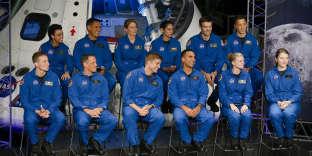 Les douze nouveaux candidats astronautes de la NASA, au Johnson Space Center de Houston (Texas), le 7 juin.