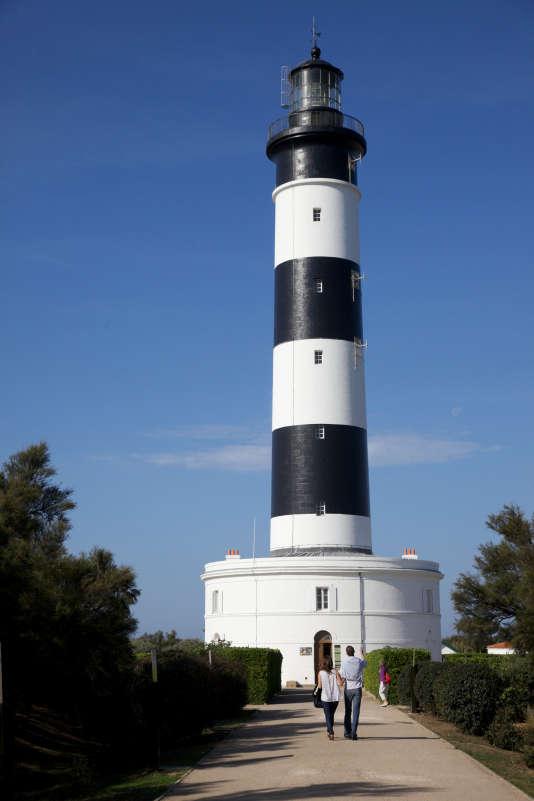 Du sommet du phare de Chassiron, la vue est imprenable sur les îles de Ré et d'Aix.