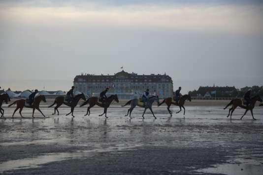 Au trot sur les plages de Deauville...