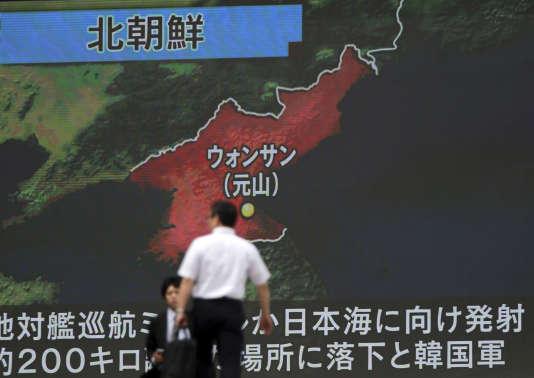 Un écran montrant la zone de tir d'un missile nord-coréen, le 8 juin.