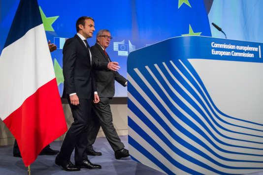 Le président français Emmanuel Macron et le président de la Commission européenne Jean-Claude Juncker lors de leur rencontre à Bruxelles le 25 mai.