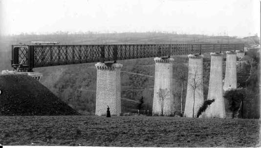 Le viaduc ferrovière de Souleuvre a été achevé en 1889, selon les plans de Gustave Eiffel. Il permet de relier Caen à Vire.