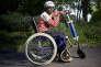 Adamou Amadou Souley, de l'association Human Kit, à Rennes, enTroti-E, une chaise roulante combinée à une trottinette électrique.