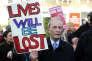 Manifestation contre la fermeture des urgences de l'hôpital Lewisham, à Londres, en 2013. S. Cagnoni/REPORT DIGITAL-REA