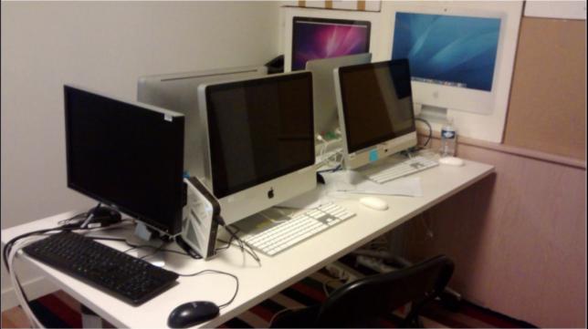 Les premiers ordinateurs sains installés pour les journalistes de TV5 Monde.