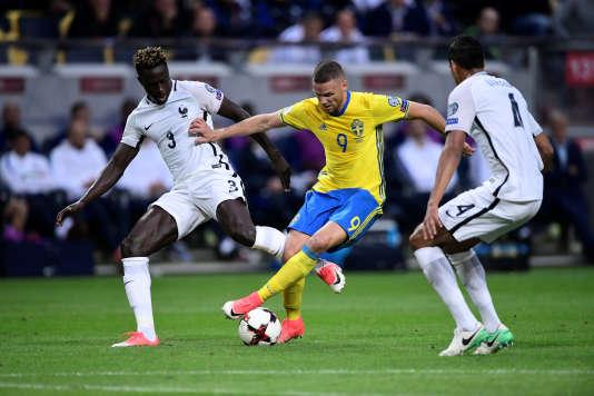 Benjamin Mendy sous le maillot de l'équipe de France face à la Suède.