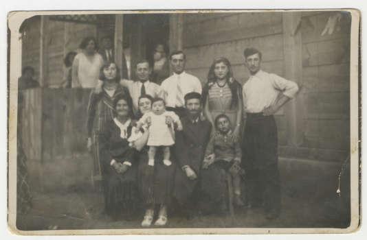 La famille Prazan en Pologne, en 1942.