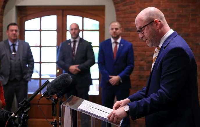 Le chef du parti europhobe UKIP, Paul Nuttall, a annoncé vendredi 9 juin sa démission, tirant les conclusions des législatives au Royaume-Uni, lors desquelles son parti a perdu son unique siège.