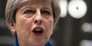 Malgré la déception des résultats, la première ministre a annoncé la formation d'un nouveau gouvernement qui allie conservateurs et unionistes.