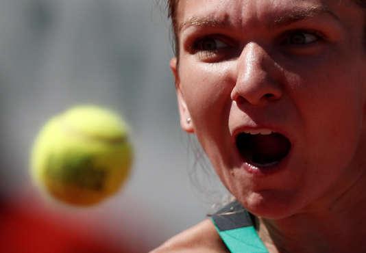 Simona Halep en action lors de la finale de Roland-Garros le 10 juin à Paris.