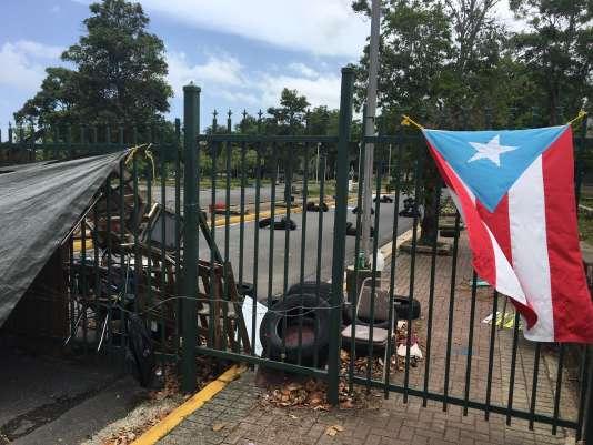Une des entrées de la célèbre université de Porto Rico, occupée depuis deux mois.