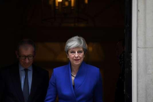 La première ministre avait convoqué ces élections anticipées dans le seul but d'étendre sa domination à la Chambre des Communes en vue du Brexit. Elle a perdu son pari.