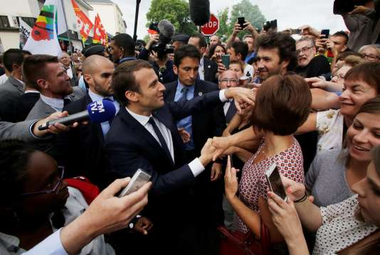 Le président Emmanuel Macron visite l'usine automobile GM&S à Bellac (Haute-Vienne), le 9 juin.