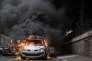 Une voiture de police est incendiée en marge d'une manifestation interdite, à Paris le 18 mai 2016.