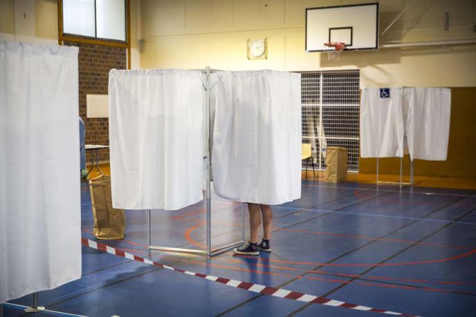 Bureau de vote dans le 14e arrondissement de Paris, dimanche 11 juin.
