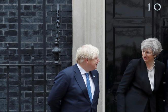 Theresa May et son ministre des affaires étrangères Boris Johnson samedi 11 juin.