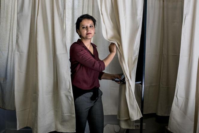 Najat Vallaud-Belkacem vote au bureau de l'école nationale de musique de Villeurbanne, le 11 juin.